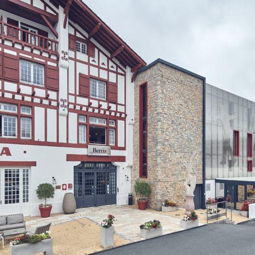 Réhabilitation de l'hôtel trinquet Berria à Hasparren